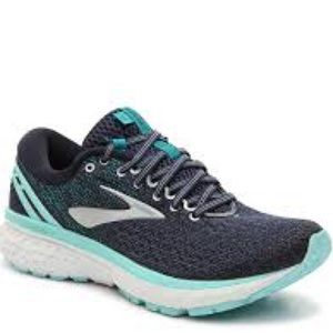 Brooks Ghost 11 running shoes in navy blue. Size 9